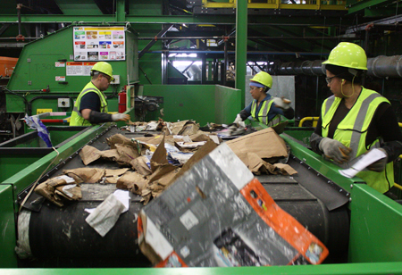 Role of Recycling Machines in Waste Management