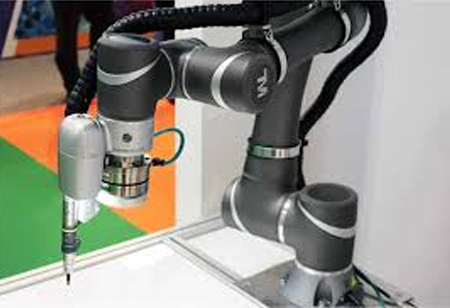 Three Benefits of Robotics in Injection Molding